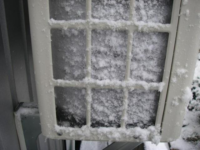 エアコンの暖房が止まる。原因は故障ではなく霜取り運転かも。